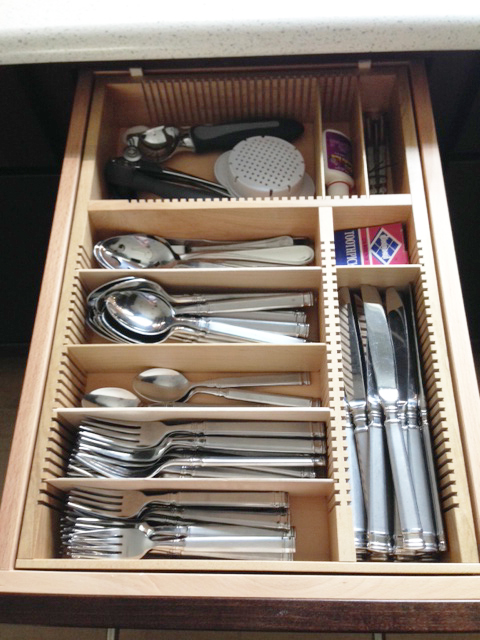 flatware organizer for a narrow drawer