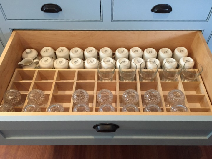glassware drawer insert with targeted dividers